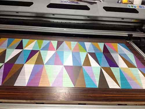 Công nghệ in UV KTS siêu bền trên mọi chất liệu như gỗ, đá, decal,...