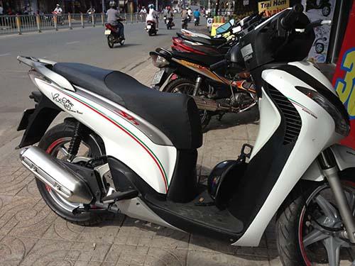 In decal dán trang trí xe máy