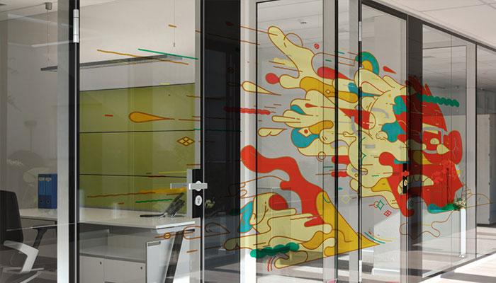 In decal mực dầu trên decal giúp trang trí văn phòng đẹp hơn