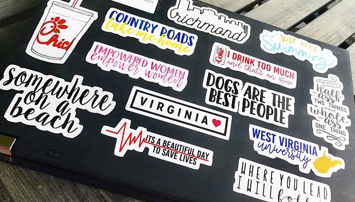Trên laptop có thể dán bất cứ thông điệp, hình ảnh nào mà mình thích