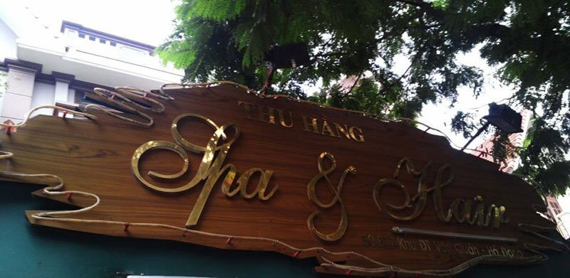 Bảng hiệu gỗ có một nét đẹp và phong cách cổ kính