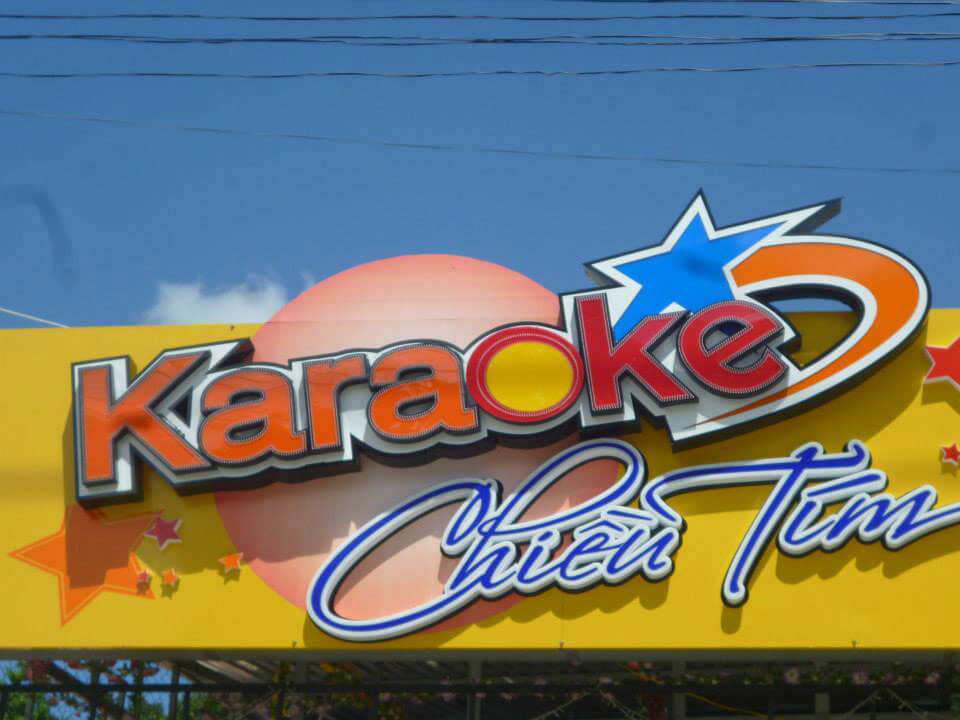 Bảng hiệu Karaoke chữ mica
