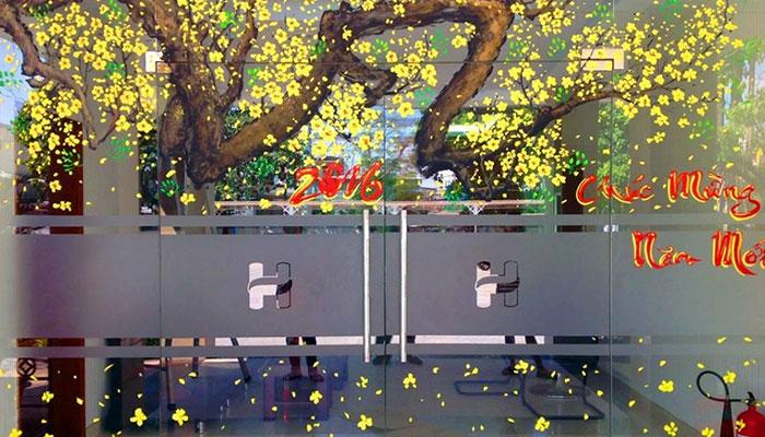 Các mẫu decal hoa mai dán cửa kính rất được ưa chuộng
