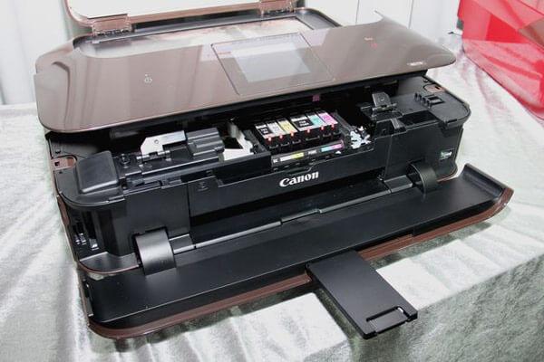 Canon SELPHY CP1300 cho khả năng in chất lượng cùng khả năng cơ động cao
