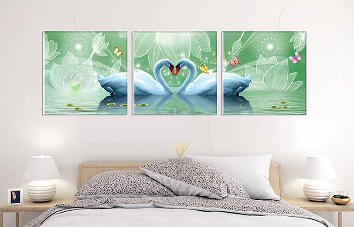 Nếu tranh khác có ý nghĩa về tiền tài thì tranh thiên nga mang ý nghĩa về tình yêu đôi lứa